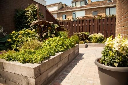 Uw tuin opnieuw laten bestraten met moderne stenen for Tuin laten bestraten
