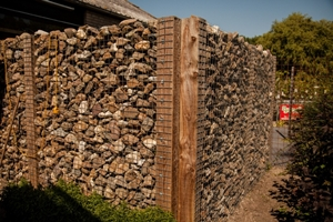 Schutting steen en hout
